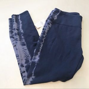 Maurices in Motion NWT 7/8 legging sz Medium